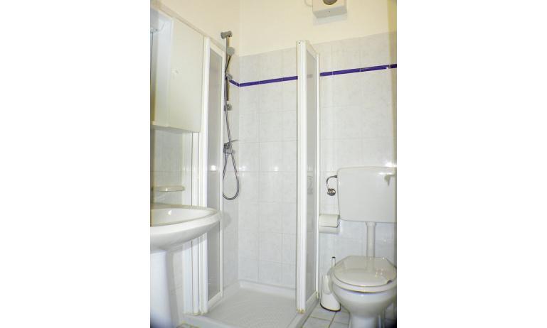residence RUBIN: bagno (esempio)