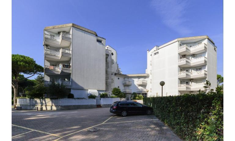 Residence RUBIN: Parkplatz