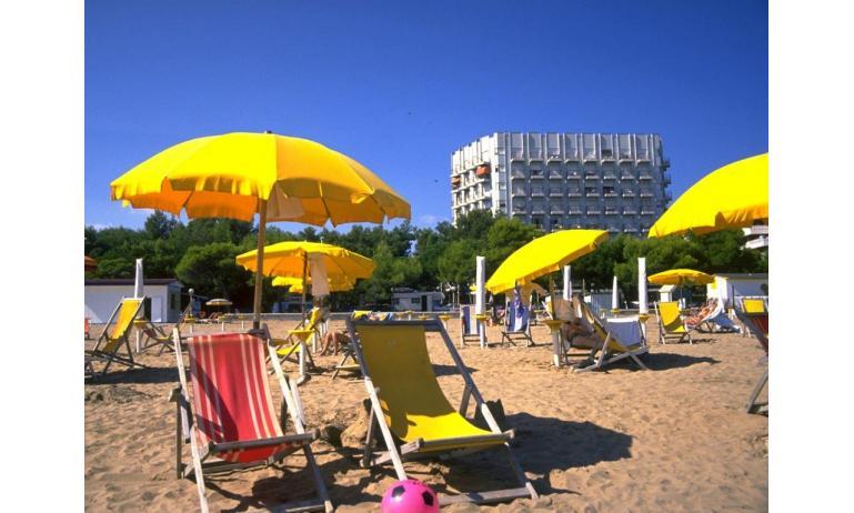 appartamenti INTERNATIONAL: esterno dalla spiaggia