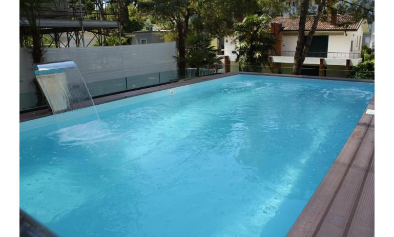 apartments FIORE: swimming-pool