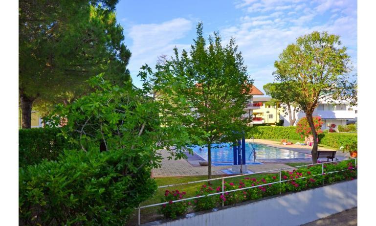 appartamenti MARINA PORTO: esterno con piscina