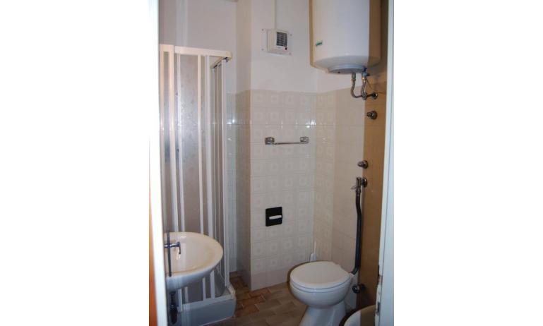 appartamenti BIANCO NERO: bagno (esempio)