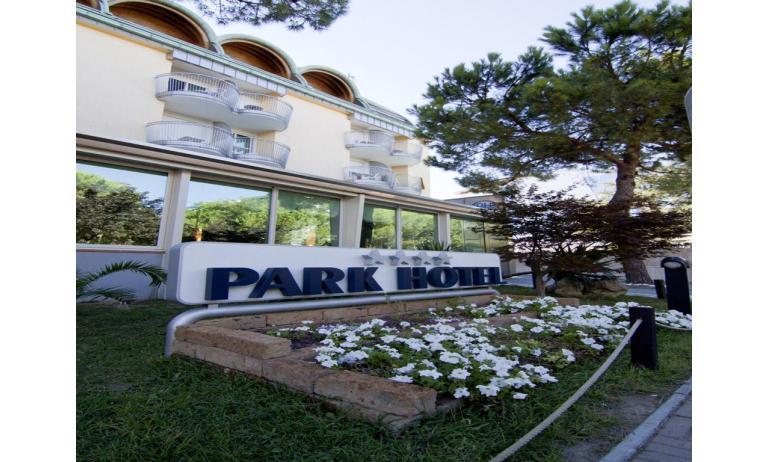 hotel PARK HOTEL: entrance
