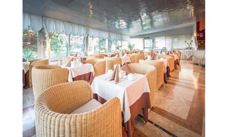 hotel PARK HOTEL: breakfast room