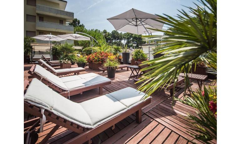 hotel PARK HOTEL: sun terrace