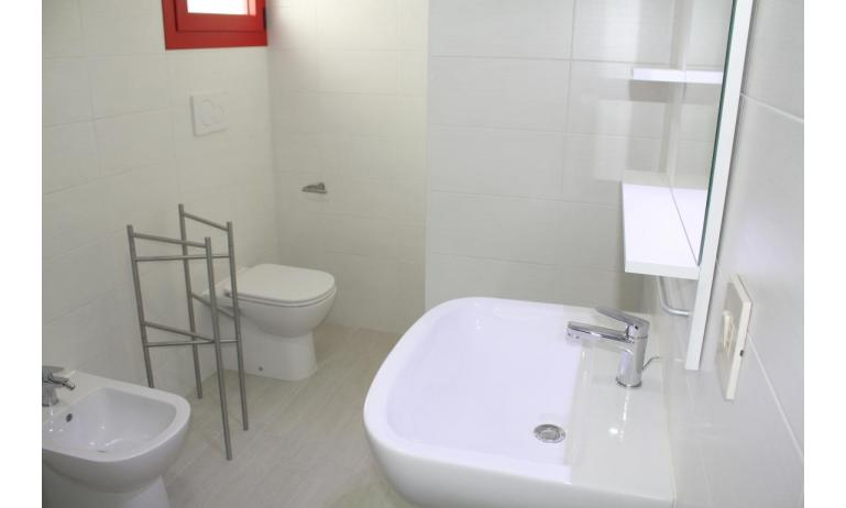 residence HOLIDAY VILLAGE: D8 - bathroom with a shower enclosure (example)