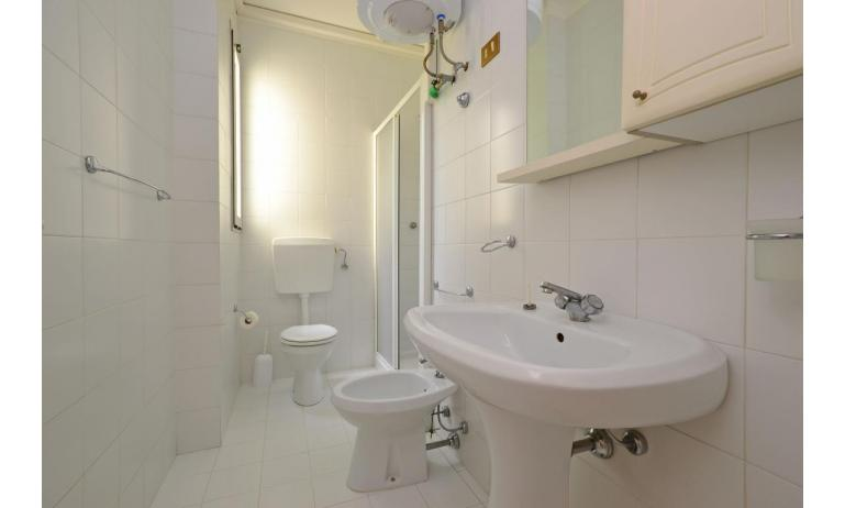 residence PARCO HEMINGWAY: B5 - bathroom with a shower enclosure (example)