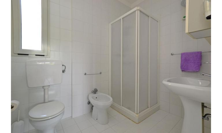 residence PARCO HEMINGWAY: B5/2 - bathroom with a shower enclosure (example)