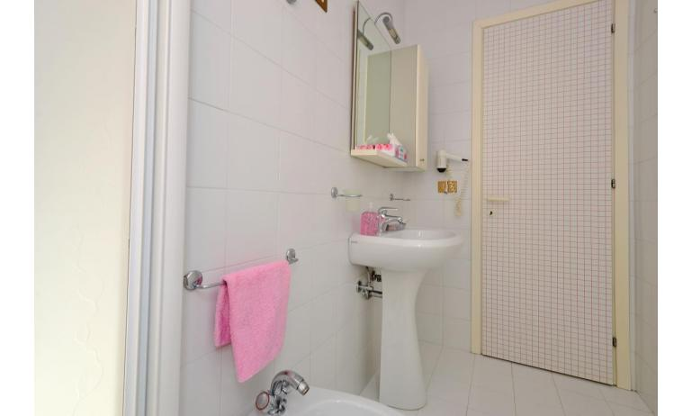 residence PARCO HEMINGWAY: C7 - bathroom with a shower enclosure (example)