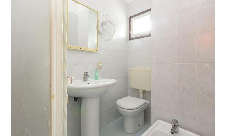 residence RUBIN: A3 - bathroom with a shower enclosure (example)