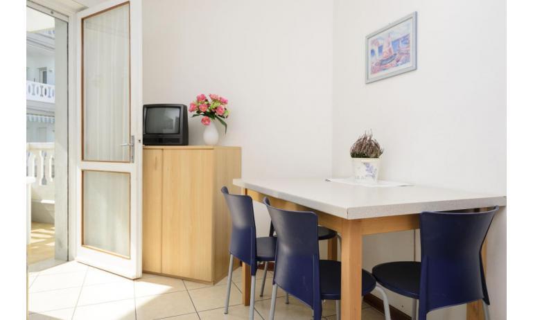 Residence RUBIN: B4 - Wohnzimmer (Beispiel)