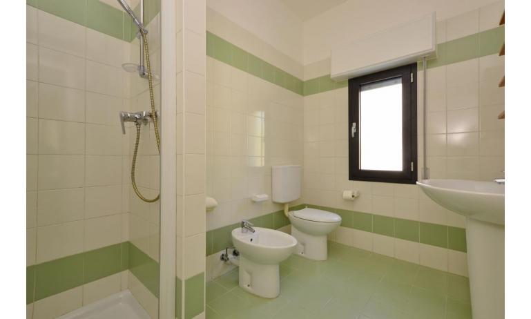 appartamenti VERDE: B3 - bagno con box doccia (esempio)