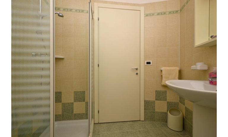 appartamenti VERDE: B4 - bagno con box doccia (esempio)