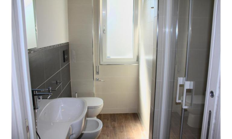 apartments MADDALENA: B4 - bathroom with a shower enclosure (example)