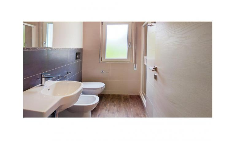 apartments MADDALENA: C6 - bathroom with a shower enclosure (example)