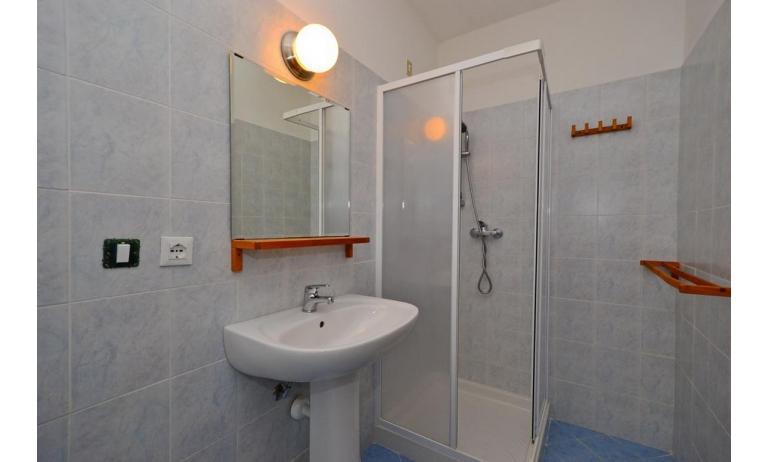 appartamenti INTERNATIONAL: A3 - bagno con box doccia (esempio)