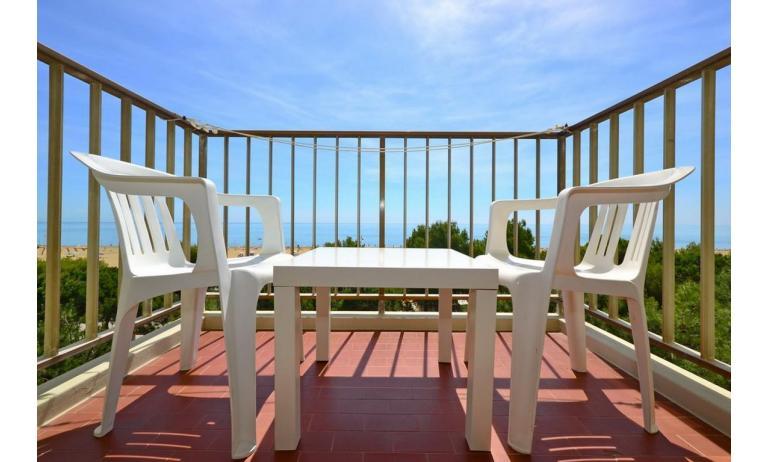 appartamenti INTERNATIONAL: A3 - balcone con vista (esempio)