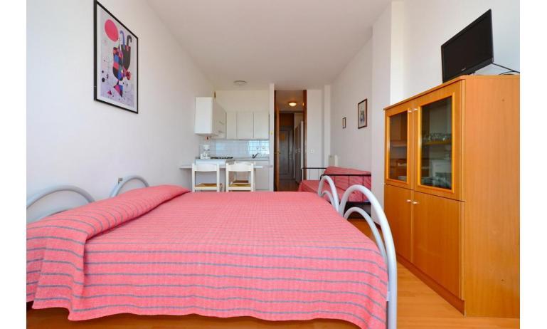 appartamenti INTERNATIONAL: A3 - letto matrimoniale (esempio)