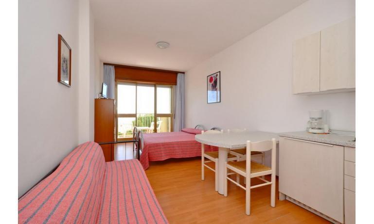appartamenti INTERNATIONAL: A3 - divano letto singolo (esempio)