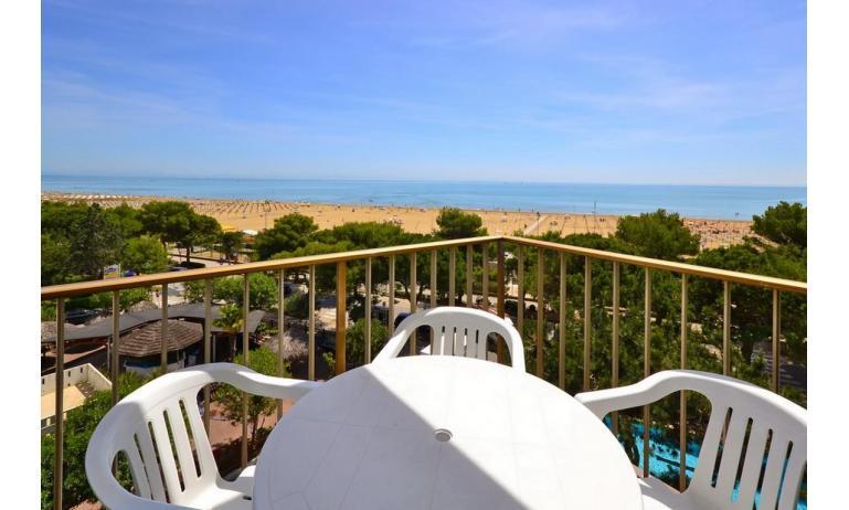 appartamenti INTERNATIONAL: B4 - balcone vista mare (esempio)