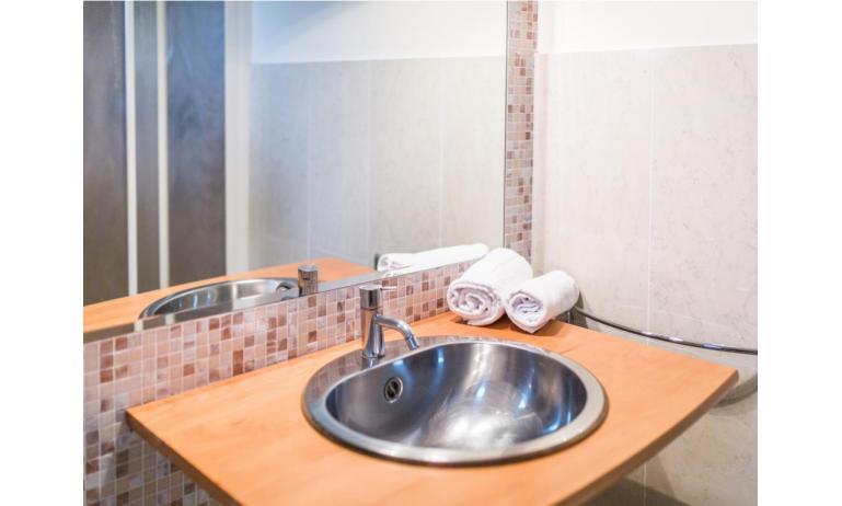 hotel PARK HOTEL: Basic - bathroom (example)