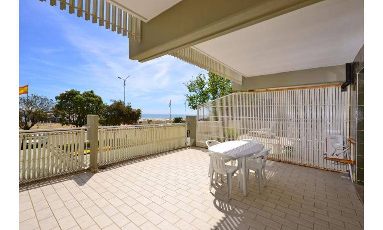 appartamenti SPIAGGIA: B4 - da balcone vista mare frontale (esempio)