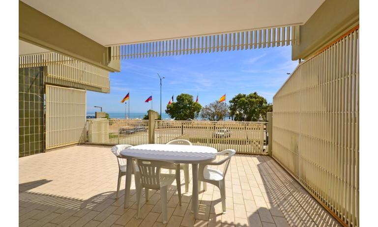 appartamenti SPIAGGIA: B4 - balcone vista mare (esempio)