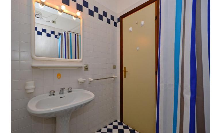 appartamenti SPIAGGIA: B4 - bagno (esempio)