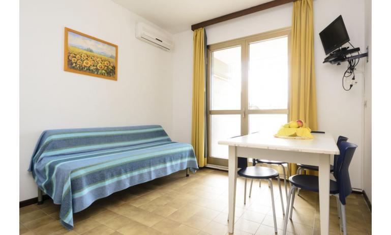 appartamenti SPIAGGIA: C5 - soggiorno (esempio)