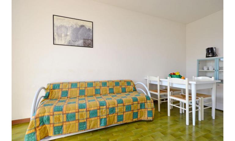 Ferienwohnungen MARINA PORTO: B4 - Wohnzimmer (Beispiel)