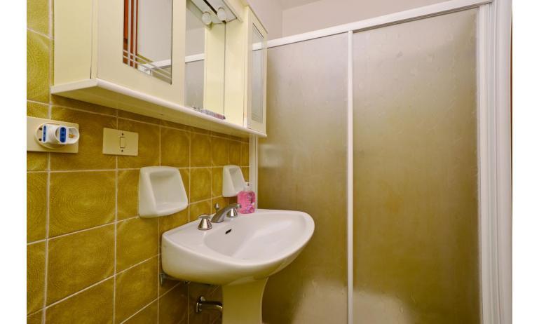 appartamenti MARINA PORTO: B4 - box doccia