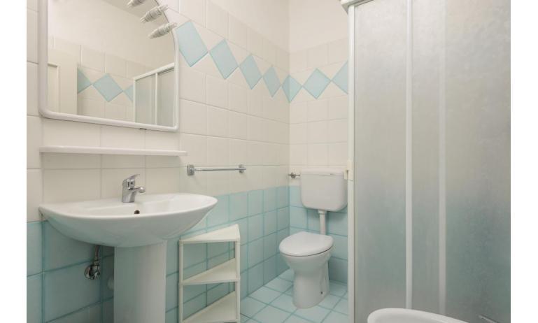 Ferienwohnungen LUNA: B5 - Badezimmer mit Duschkabine (Beispiel)