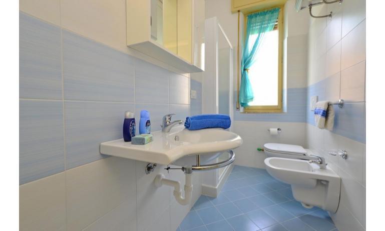 appartament JUPITER: B4 - salle de bain (exemple)