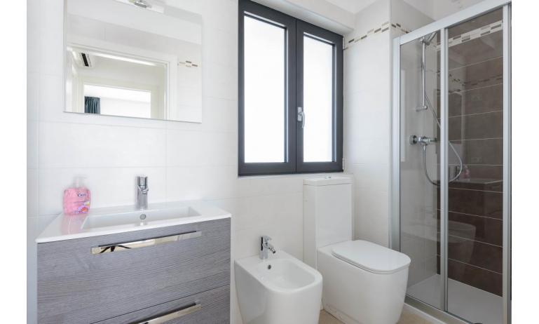 appartamenti VERDE: C6x - bagno con box doccia (esempio)