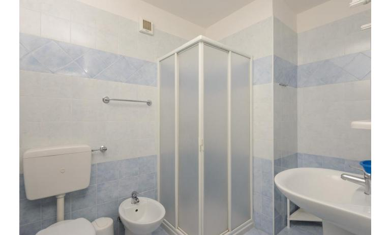 Ferienwohnungen LUNA: B4 - Badezimmer mit Duschkabine (Beispiel)